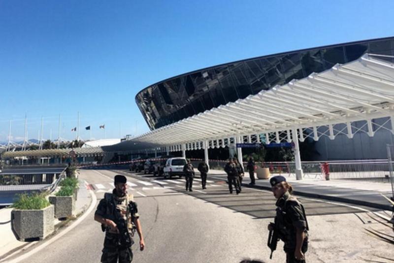 Aeroportul din Nisa, evacuat din cauza unui colet suspect