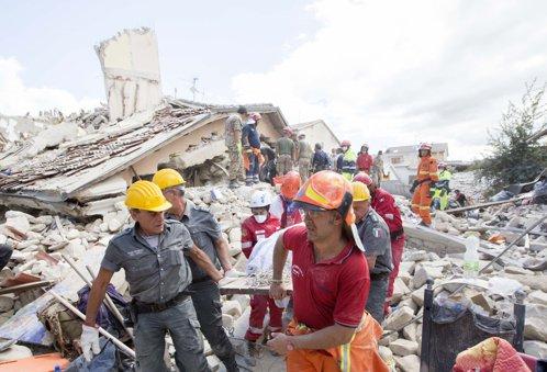 Şase români au murit şi 17 sunt dispăruţi, după cutremurul din Italia. Bilanţul victimelor: cel puţin 251 de morţi. LIVE UPDATE