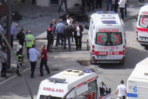Mai mulţi morţi şi răniţi în sud-estul Turciei, după explozia unei maşini-capcană