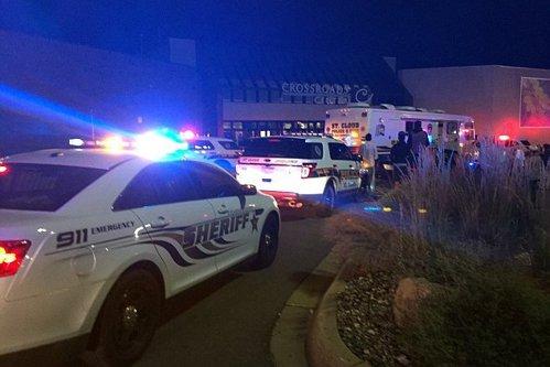 Atacul din mallul din SUA, în care opt persoane au fost rănite şi agresorul împuşcat, revendicat de ISIS