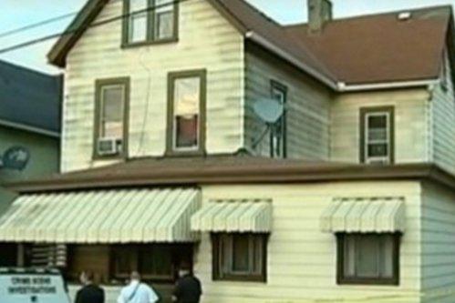 O fetiţă de 7 ani i-a spus şoferului care o aducea de la şcoală că nu şi-a putut trezi părinţii. Ce au găsit poliţiştii când au intrat în casă