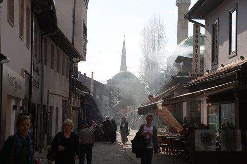 Micul loc din Europa unde se ciocnesc civilizaţiile. UE, Rusia, arabii şi Statul Islamic îşi dau şah la Sarajevo