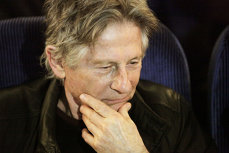 Regizorul Roman Polanski scapă de extrădarea în SUA, unde e acuzat că a violat o tânără în 1977