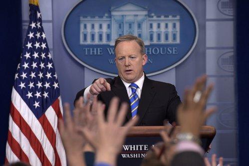 Scandal uriaş la Washington: CNN şi New York Times, interzise la Casa Albă de Administraţia Trump
