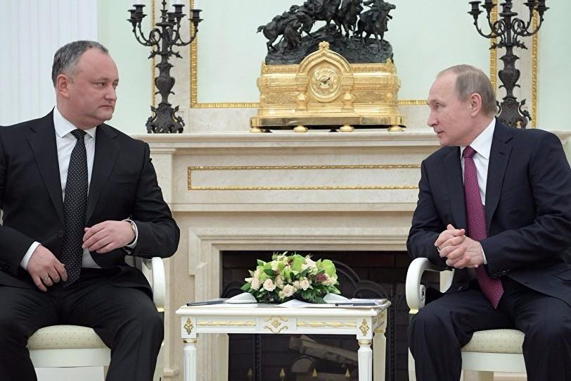 Cum şi-a bătut joc Putin de Dodon: incidentul care arată raportul de forţe între Rusia şi Moldova
