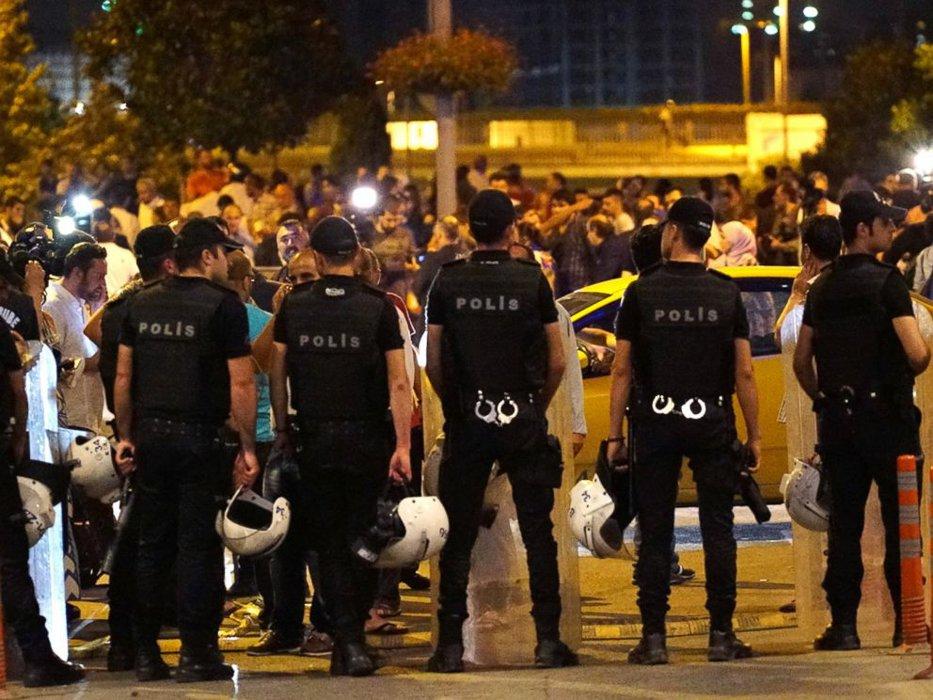 Erdogan acuză Germania că oferă susţinere organizatorilor ''puciului'' de la Istanbul