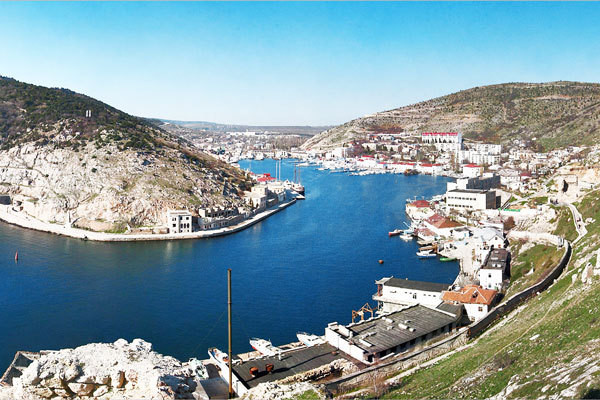 Ucraina pregăteşte sancţiuni pentru politicienii europeni care vizitează Crimeea