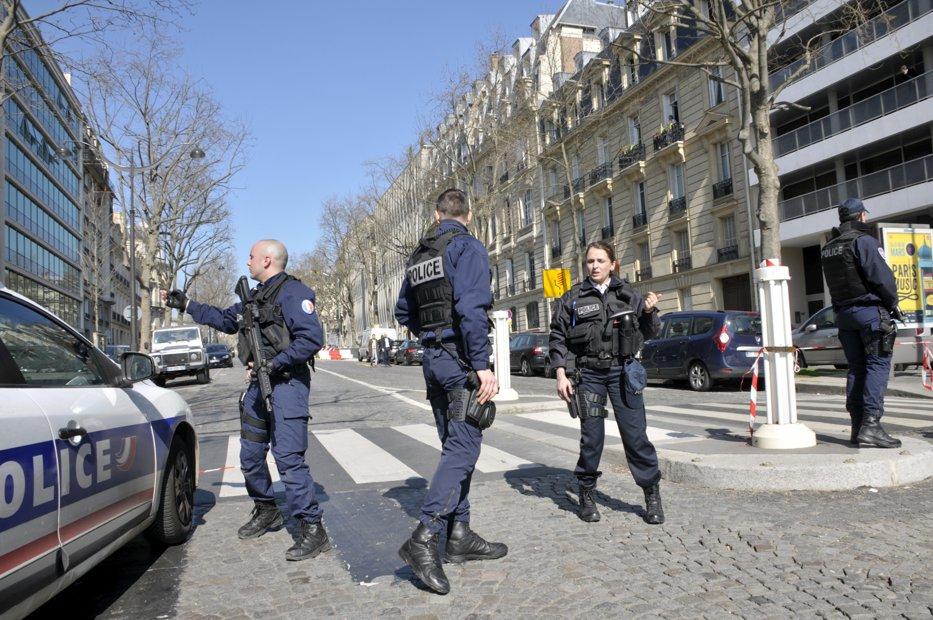 Opt noi colete suspecte destinate unor personalităţi europene, descoperite la poşta din Atena. Coletul ajuns la FMI, în Paris, a explodat