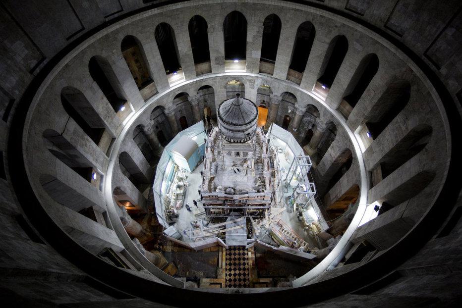 Sfântul Mormânt al lui Iisus Hristos a fost restaurat cu peste 3 milioane de euro. Primele imagini după lucrările care au durat nouă luni. GALERIE FOTO