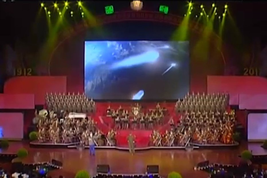 """Clipul """"festiv"""" în care Coreea de Nord bombardează SUA, prezentat în cadrul paradei militare de la Phenian. VIDEO"""