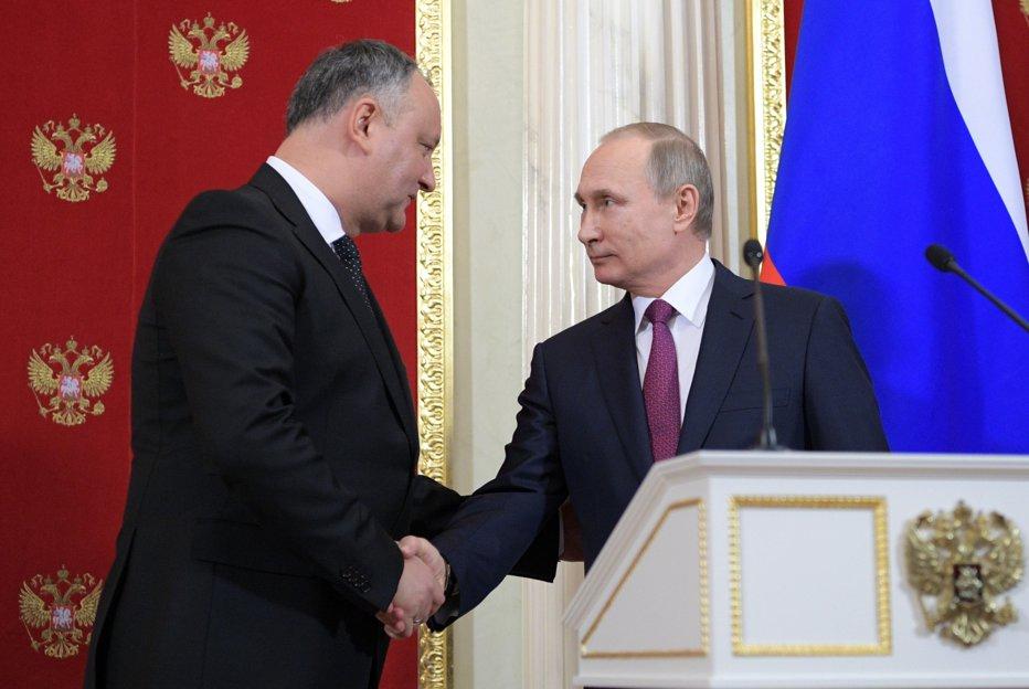 După ce Dodon a anunţat că vrea să adere la Uniunea Vamală condusă de Rusia, UE îl avertizează să respecte Acordul de liber schimb