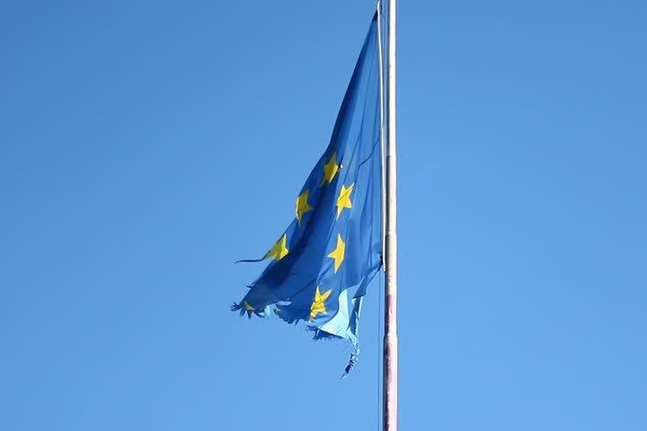 """Lider extremist din Franţa: Steagul UE e o """"CÂRPĂ"""" oligarhică"""