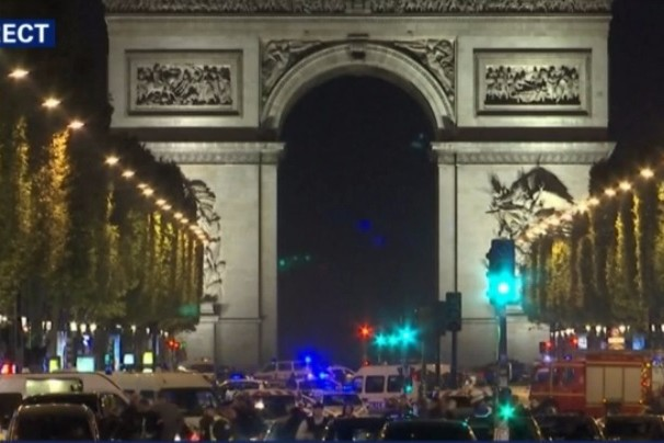 ATAC TERORIST LA PARIS. Cine este bărbatul care a tras în plin în poliţişti. Al doilea suspect s-a predat. LIVE UPDATE