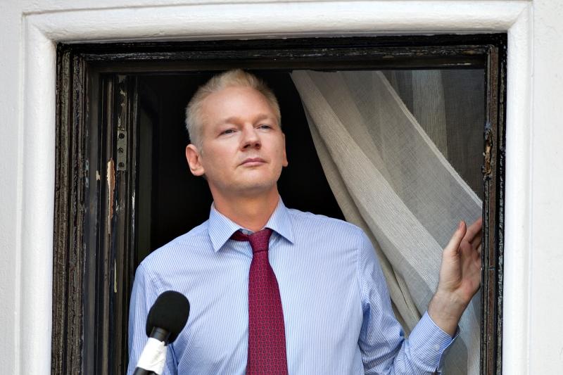 """SUA îi declară război lui Assange. """"Arestarea lui este o prioritate"""""""