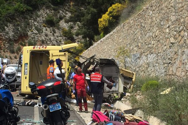 Accident grav în Turcia. Cel puţin douăzeci de turişti au murit