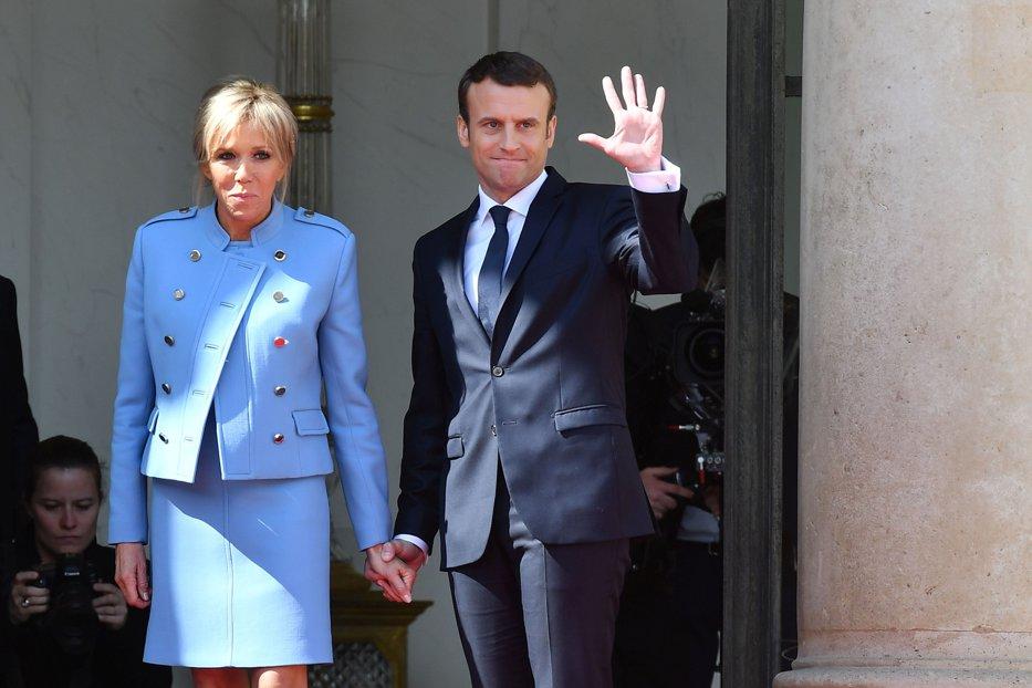 Cât a costat costumul purtat de Macron în prima sa zi de preşedinte al Franţei