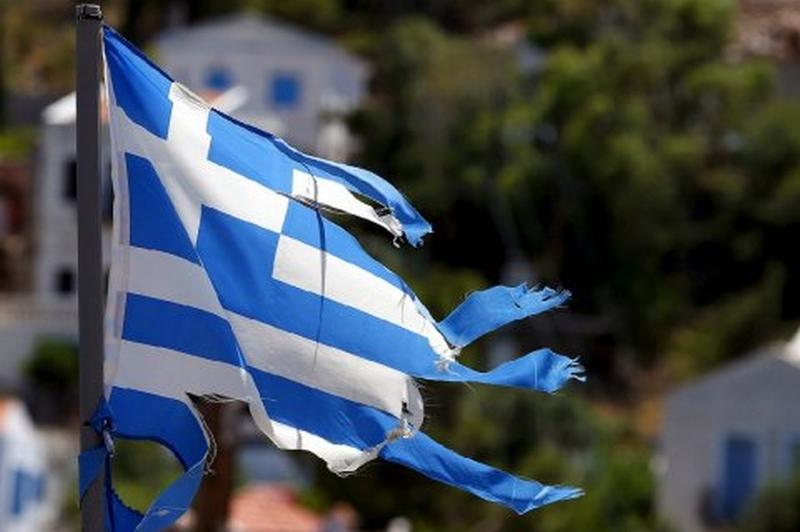 La o zi după ce mii de greci au ieşit în stradă, Parlamentul de la Atena adoptă noi măsuri de austeritate