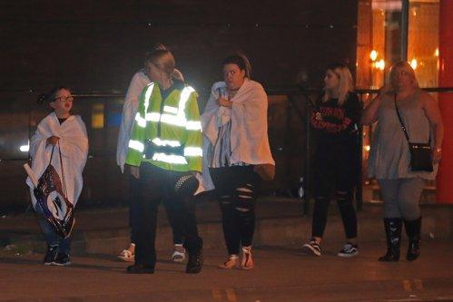 """Cum a reuşit să intre pe Manchester Arena atacatorul sinucigaş. Mărturii cutremurătoare ale supravieţuitorilor: """"Sângele şi oamenii care alergau fără ţintă cu răni deschise, nu le voi uita niciodată"""""""