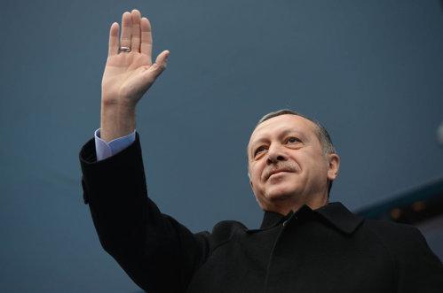 Erdogan a leşinat înainte de rugăciunea de final al Ramadanului. Care este starea liderului turc