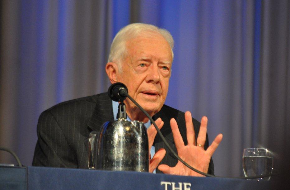 La 92 de ani, fostul preşedinte american, Jimmy Carter, construieşte case pentru cei săraci. VIDEO