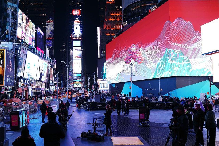 Cele trei cabine telefonice din Times Square care spun povestea imigranţilor veniţi în SUA. VIDEO