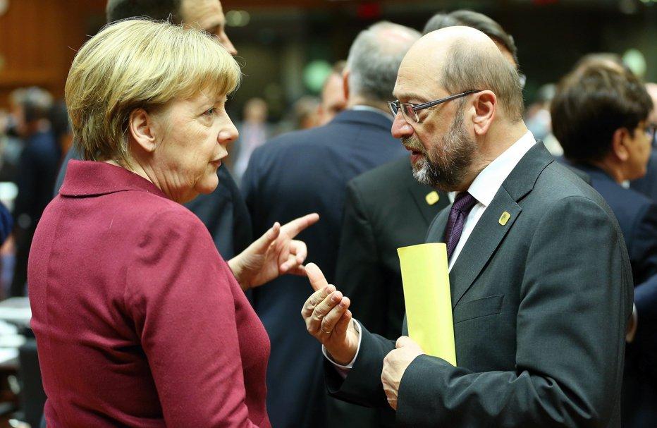 Lupta pentru putere în Germania. Schulz critică dur politicile cancelarului Angela Merkel în privinţa refugiaţilor