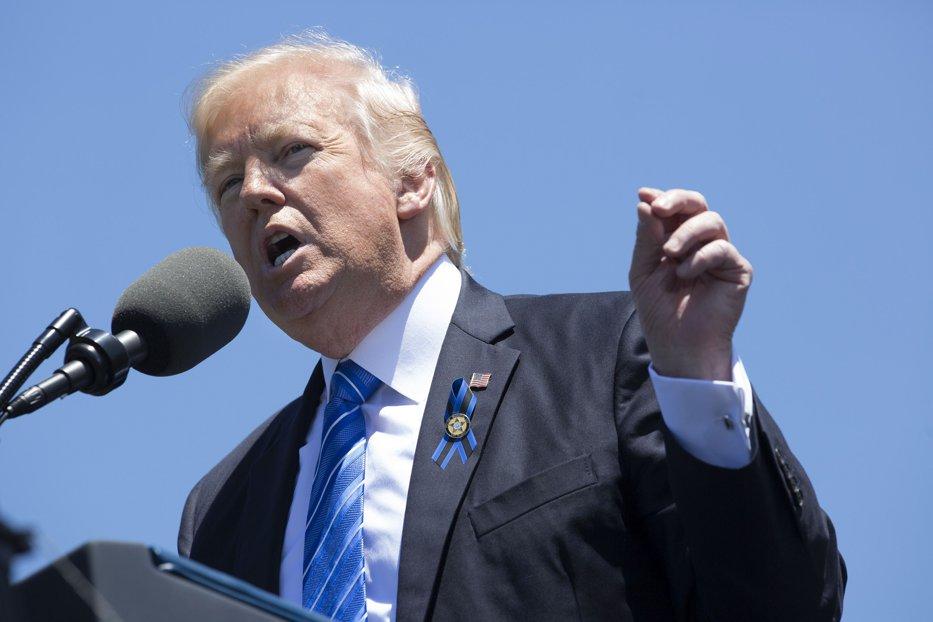 Trump refuză să meargă în vizită oficială în Marea Britanie până când May nu-i va asigura o