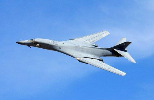 SUA trimit bombardiere B-1B să survoleze Peninsula Coreeană, după testele nucleare de la Phenian: Dacă este nevoie, vom răspunde cu o forţă rapidă, letală şi absolut copleşitoare