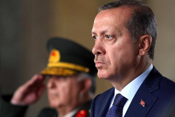 Cum îşi arată Erdogan puterea. Defilarea celor 500 de arestaţi, plimbaţi prin Ankara încătuşaţi.