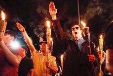 Revoltă în SUA. Trei persoane şi-au pierdut viaţa, în urma ciocnirilor dintre extrema dreaptă şi antimanifestanţi