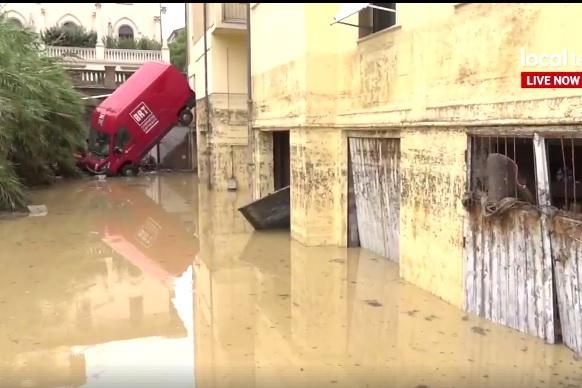 """Un oraş din Italia, în care trăiesc mulţi români, DEVASTAT de inundaţii. """"Situaţia e dramatică"""""""