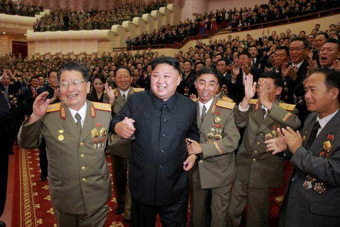 """Kim Jong-un a dat petrecere după reuşita testului """"bombei cu hidrogen"""". GALERIE FOTO RARĂ"""