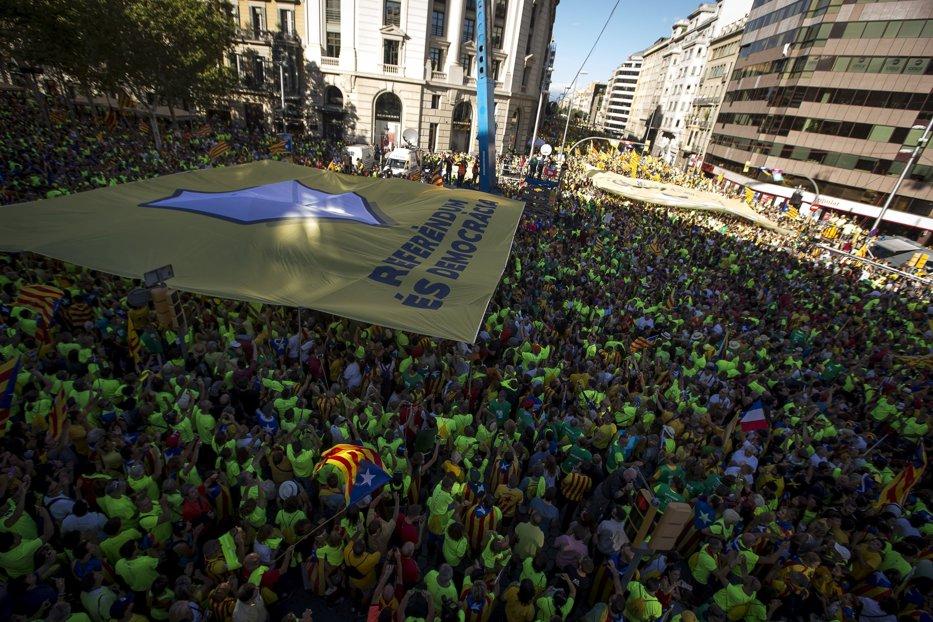 Tensiuni fără precedent în Catalonia: Procurorii cer confiscarea urnelor de vot înainte de referendumul pentru independenţă