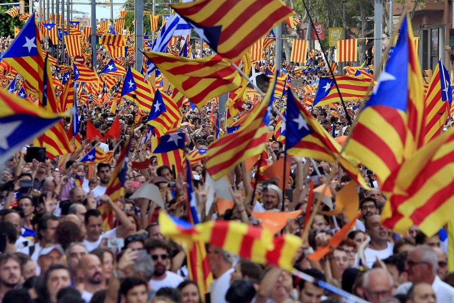 Tensiuni în Catalonia înaintea referendumului. Poliţia spaniolă a închis peste jumătate din centrele de votare