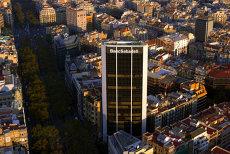 Două mari bănci spaniole îşi mută domiciliul fiscal din Catalonia. Ce se va întâmpla cu miile de angajaţi