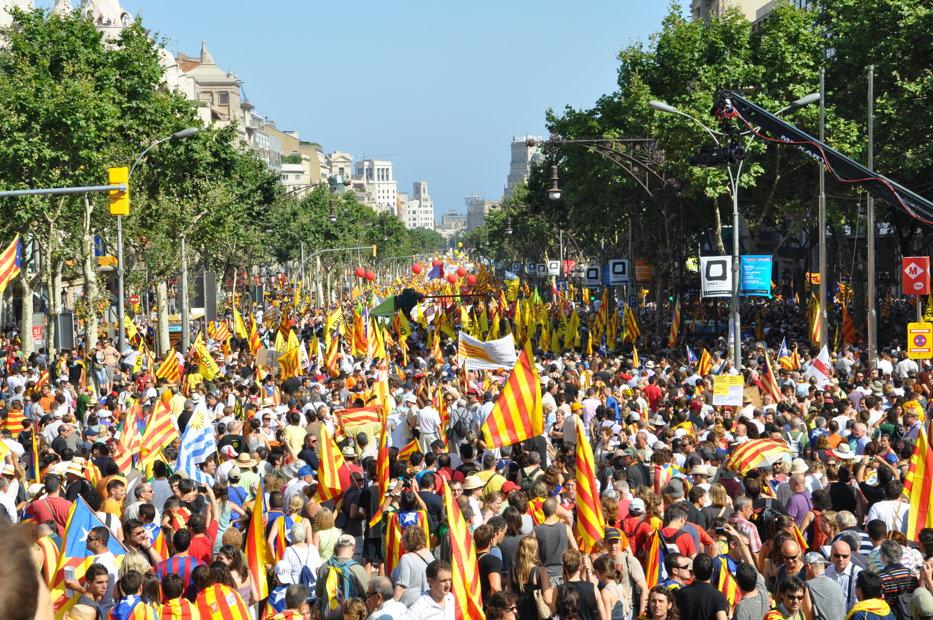 Criza din Catalonia îngrijorează UE: Merkel l-a sunat Juncker