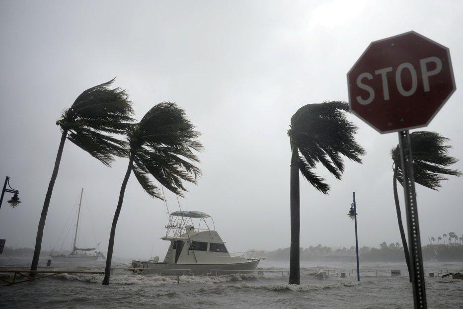 Uraganul NATE loveşte SUA. Evacuări în New Orleans, devastat de Katrina acum 12 ani