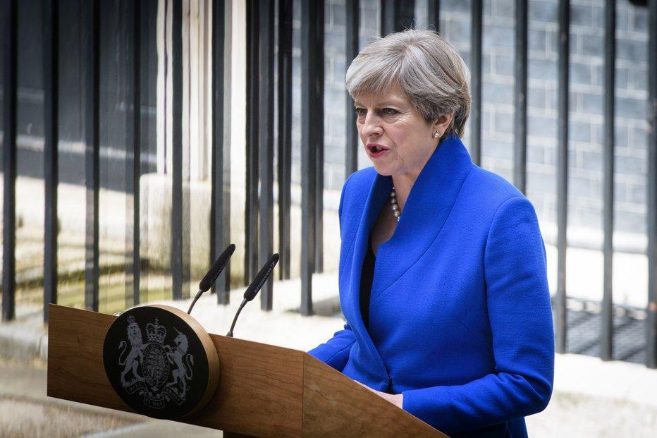 Theresa May, presată să demisioneze. Mesajul premierului pentru deputaţii din propriul partid care o vor plecată