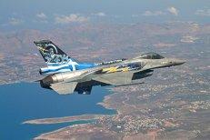 Salvată de UE cu sute de miliarde de euro, Grecia vrea să cumpere avioane F-16. Trump se laudă că acest contract va crea mii de locuri de muncă în SUA