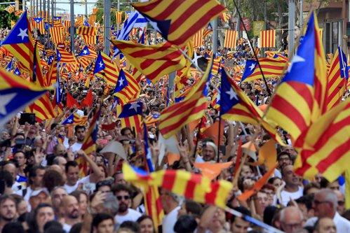 Guvernul Spaniei SUSPENDĂ autonomia Cataloniei
