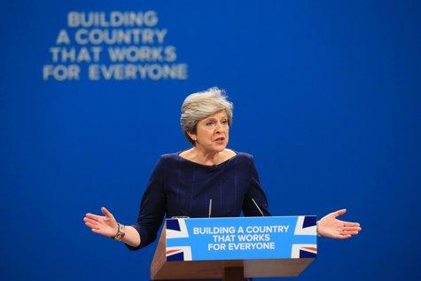 Scrisoarea directă a Theresei May pentru cetăţenii UE care trăiesc în Marea Britanie. Documentul care vizează peste 200.000 de români