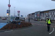 Atac cu cuţitul într-un mall din Polonia: o femeie a murit şi alţi opt oameni sunt răniţi. FOTO cu atacatorul prins de poliţişti. VIDEO