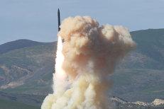"""Donald Trump a convins şi Japonia să cumpere armament din SUA pentru a putea """"intercepta rachetele nord-coreene"""""""