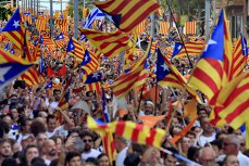 Miting uriaş la Barcelona. Peste 750.000 de oameni au cerut eliberarea liderilor separatiştilor din Catalonia. VIDEO