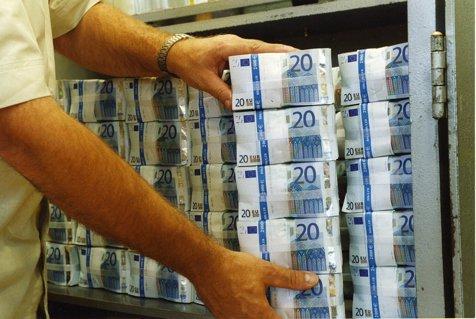28 de milioane de euro în bancnote false, produse inclusiv în România, descoperite în Italia