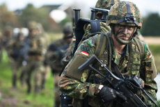 Decizie istorică: UE devine şi o ALIANŢĂ MILITARĂ. 23 de state, între care şi România, au semnat acordul pentru o nouă structură de apărare. FT: O victorie a Germaniei