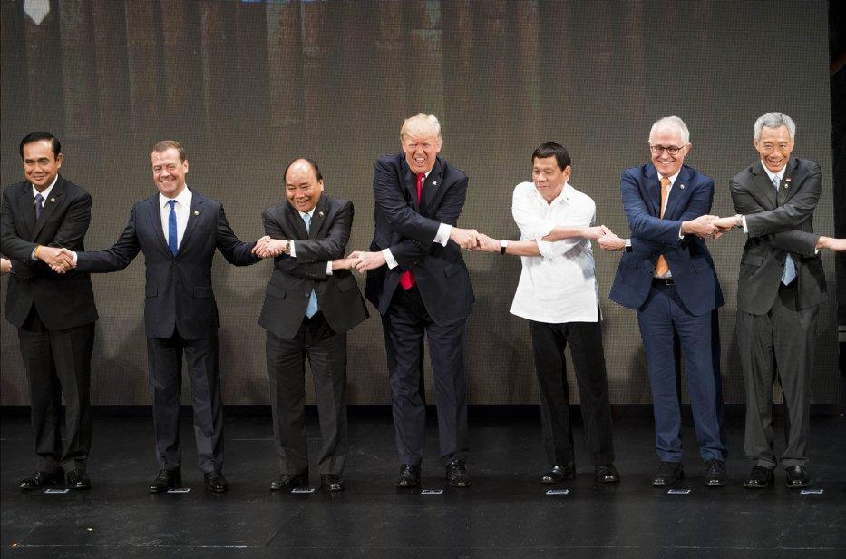 Medvedev, impresionat de Trump, după o întrevedere la summitul ASEAN de la Manila: este