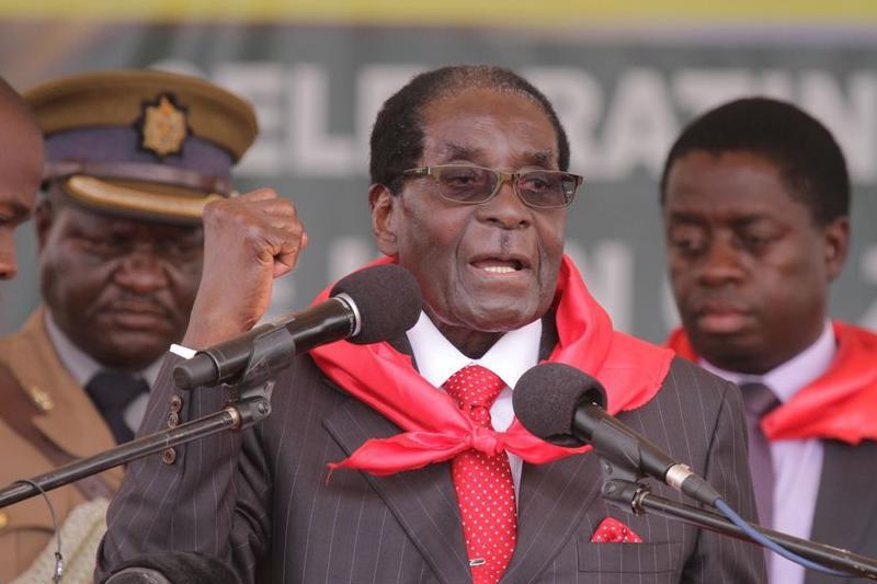 """Lovitură de stat în Zimbabwe. Armata anunţă că a preluat puterea pentru a opri """"criminalii"""" din jurul dictatorului Mugabe"""