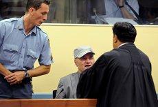 """""""Măcelarul Bosniei"""", condamnat pe viaţă pentru cea mai sângeroasă campanie de masacrare etnică de după al doilea Război Mondial. Cum a reacţionat Mladic la aflarea sentinţei"""
