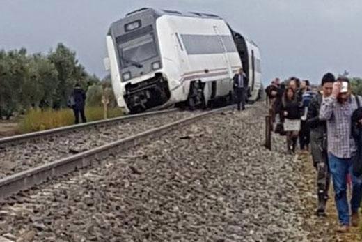 Cel puţin 21 de oameni au fost răniţi după ce un tren de pasageri a deraiat în Spania